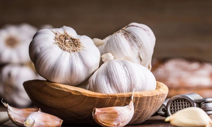 These Are The 8 Surprising Health Benefits Of Consuming Garlic Everyday